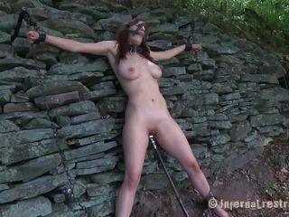 Секс через дыру в стене