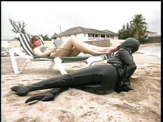 Муж и жена пляж