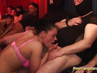 Онлайн порно первый реальный анал
