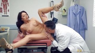 порно камера у доктора
