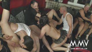 в клубе порно пати