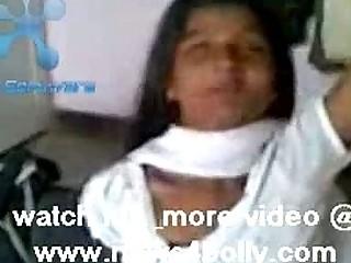 порка девушки рукой по попе видео
