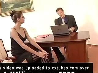 сиськастую секретаршу трахают толпой