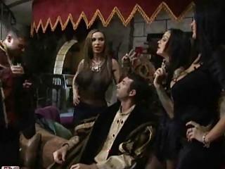 Порно пацаны сняли шлюху