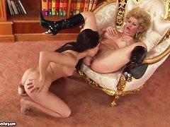 Порно русский большой страпон