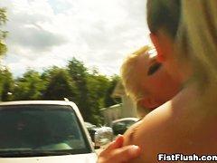 Фистинг женщине видео