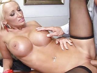 Блондинка в бане
