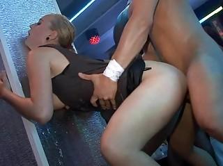 Порно секс на улице чехии