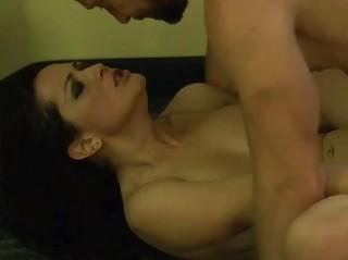 Видео порно без трусов на улице