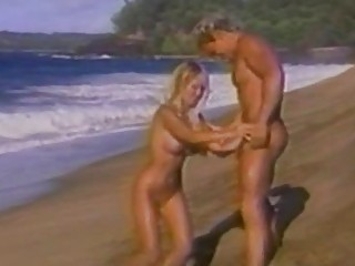 Секс игрушки на пляже